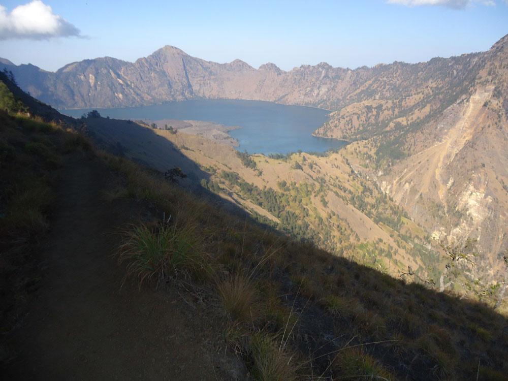 hiking Mount Rinjani Indonesia